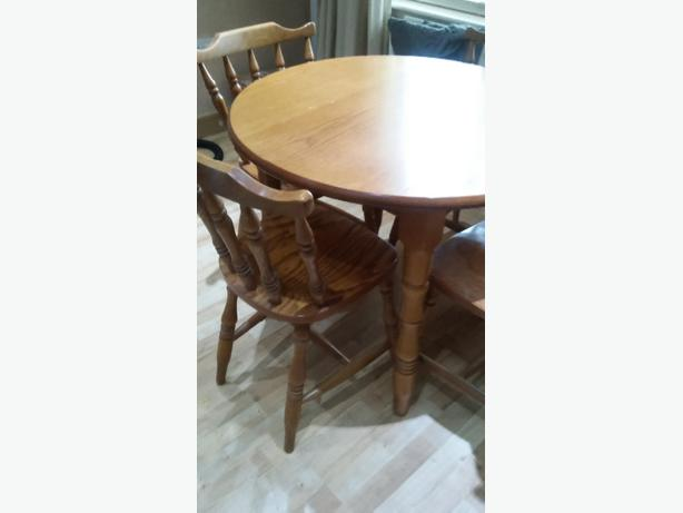 log in needed 70 solid pine farmhouse table and 4 chairs