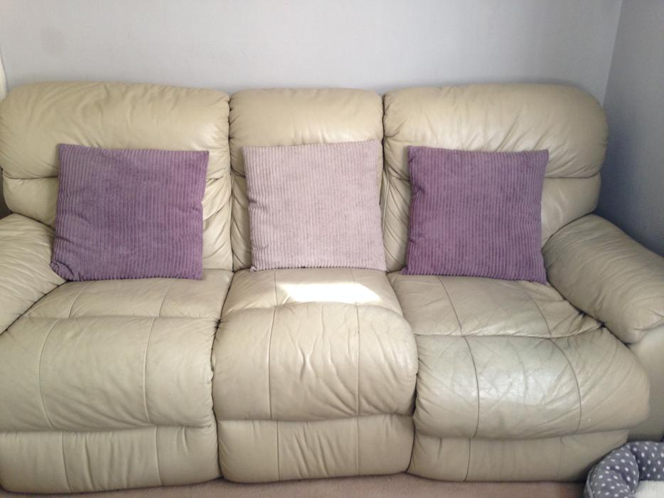 3 + 2 Seater Cream Leather Recliner Sofa Settee Willenhall