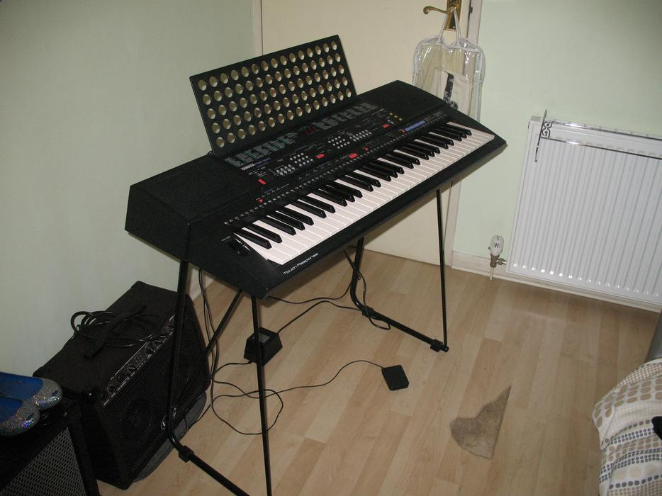 yamaha psr 500 keyboard stourbridge dudley mobile. Black Bedroom Furniture Sets. Home Design Ideas