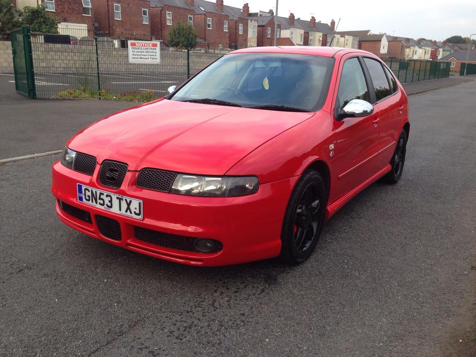 seat leon cupra fr tdi 150 outside black country region. Black Bedroom Furniture Sets. Home Design Ideas