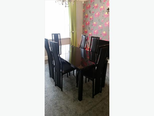 HARVEYS BLACK GLASS EXTENDING DINING TABLE & 6 CHAIRS RRP ...
