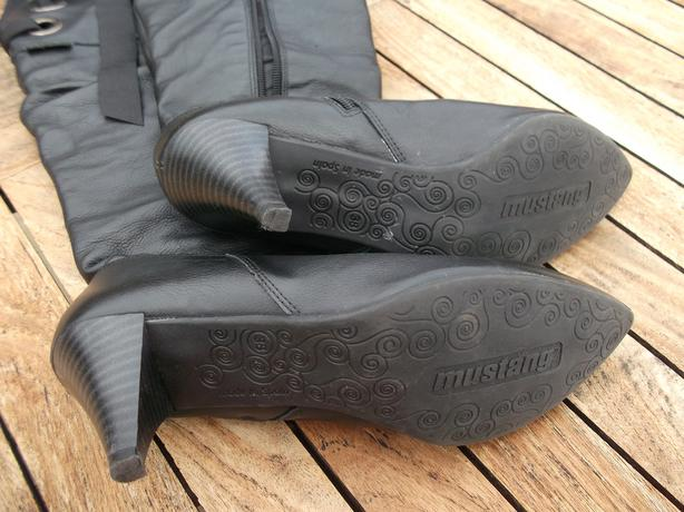MUSTANG Black Leather Boots