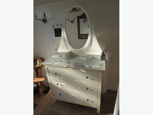 Ikea hemnes chest of drawers dressing table dudley dudley for Ikea dressing table hemnes