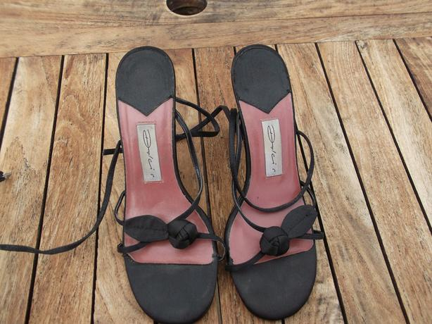 DOLCIS Black Strappy Sandals