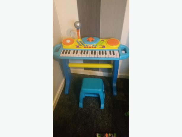 Toddler Young Child S Toy Keyboard And Stool Dudley
