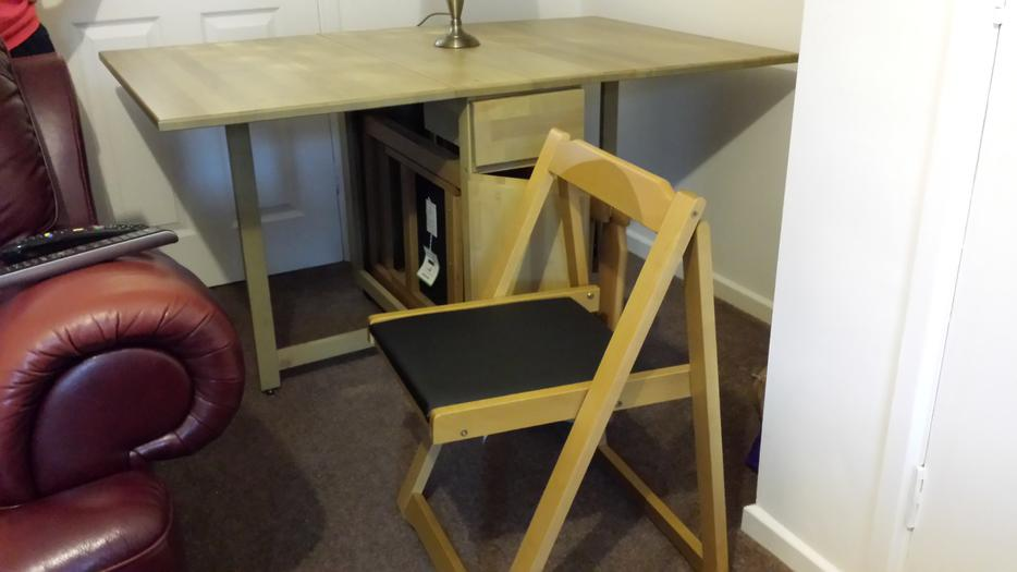 fold out dining table with chairs west bromwich wolverhampton. Black Bedroom Furniture Sets. Home Design Ideas