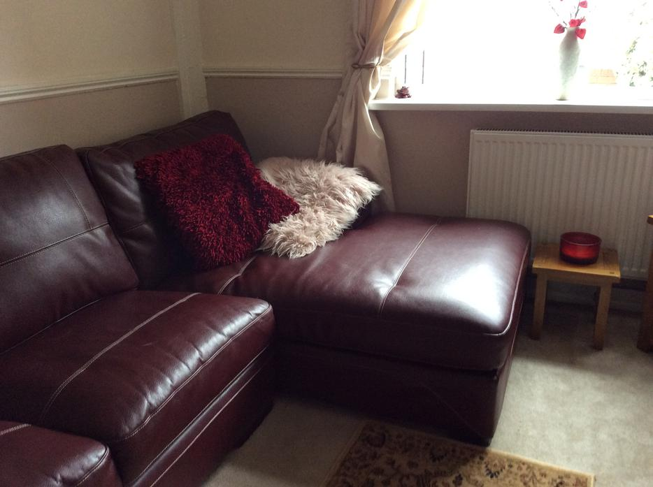 Large Leather Corner Suite With Swivel Cuddle Chair