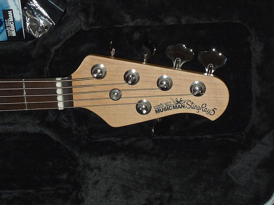 musicman stingray 5 bass guitar in original case as new stourbridge dudley. Black Bedroom Furniture Sets. Home Design Ideas