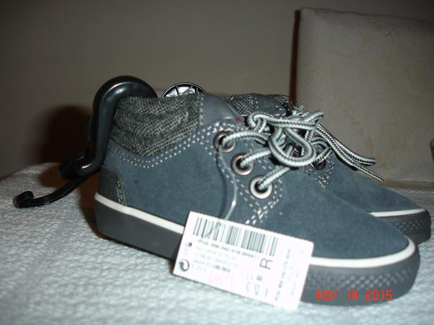 Toddler Boys size 5 soft boots.