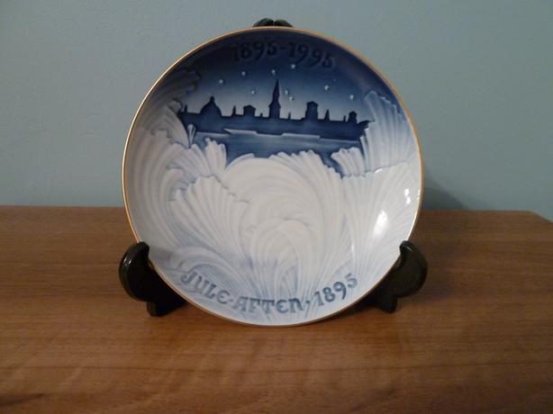 -1995 VINTAGE BING & GRONDAHL 1895-1995 CENTENNIAL PLATE