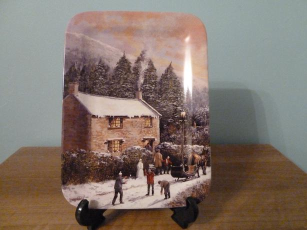 1990s DAVENPORT COLLECTIBLE PLATE-CLIVE MADGWICK WHITE XMAS