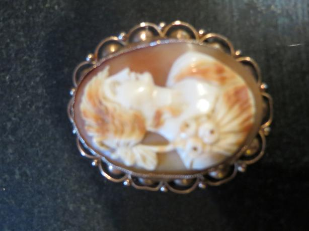 Rose gold mounted Cameo Brooch