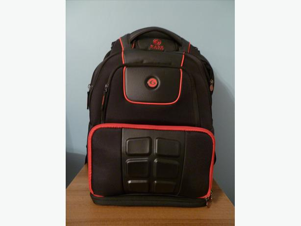 FOR THE SERIOUS ATHLETE-ELITE VOYAGER BACKPACK -SIXPACKBAGS-NEVER USED RRP £200