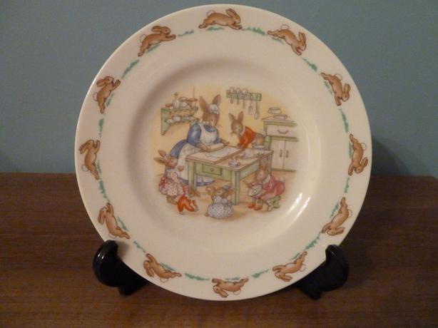RARE VINTAGE 1988 ROYAL DOULTON BUNNYKINS PLATE-KITCHEN SCENE -NEW