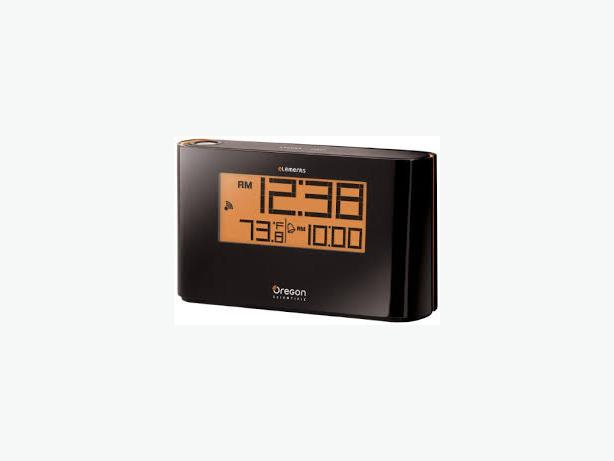 Oregon Scientific EW96 Atomic Projection Alarm Clock with Indoor Thermometer