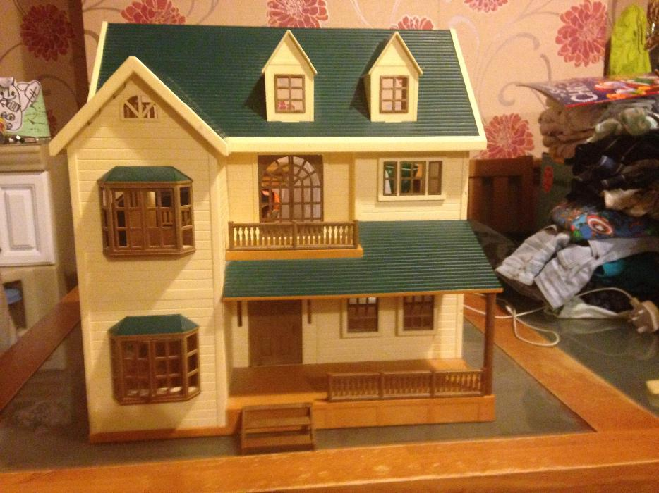 Sylvanian Families Family Green Hill House Berry Grove
