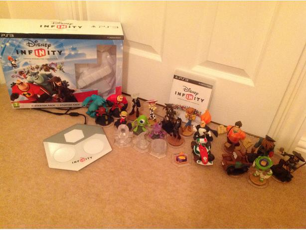 disney infinity on PS3 with 18 figures & skylanders PS3