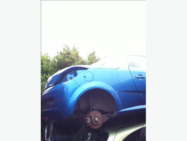 VAUXHALL TIGRA BREAKING 2005 Over 100 Cars Breaking!