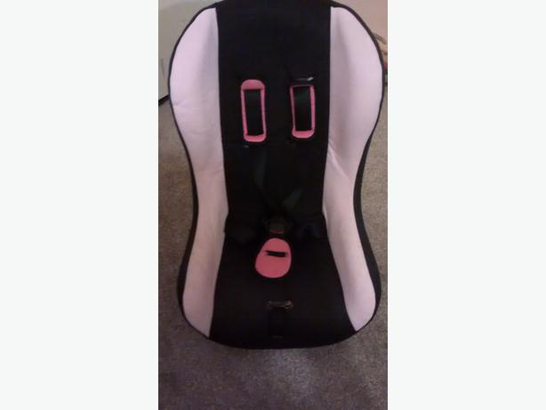 FREE: CAR SEAT (pink/black)