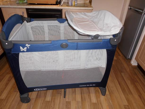 Graco Contour on the Go Travelt Cot with bassinet & changing table
