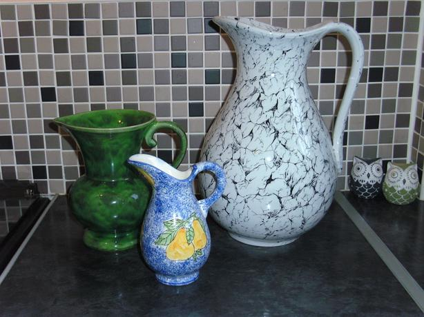 SELECTION OF JUGS / VASES