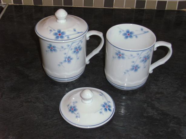 CHINA BEAKERS WITH CHINA  LIDS