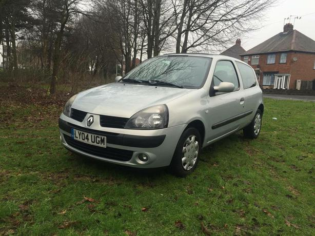 bargain renault clio 1 2 start drive 2004 west bromwich dudley. Black Bedroom Furniture Sets. Home Design Ideas