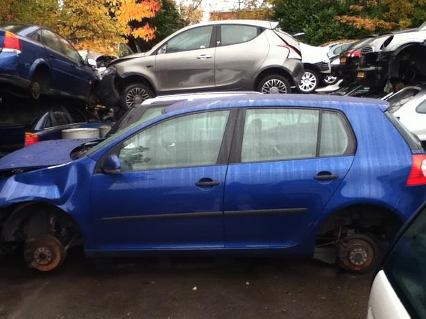 VW VOLKSWAGEN GOLF MK5 BREAKING FOR SPARES