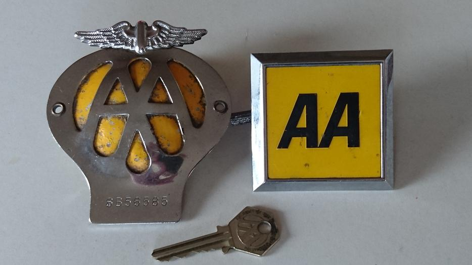 Automotive Club Badges Badges & Mascots Two Aa Badges And Two Aa Keys.