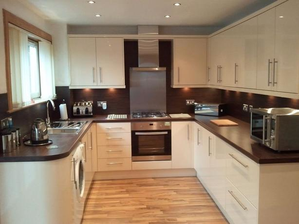 Experienced Kitchen Fitters - Carpenters