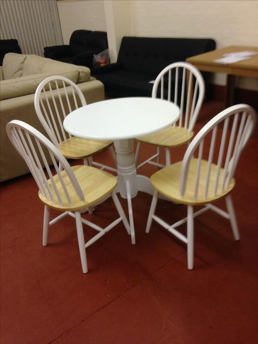 Kentucky White Round Dining Table and 4 Dining Chairs  : 105313850934 from www.usedwolverhampton.co.uk size 525 x 700 jpeg 38kB