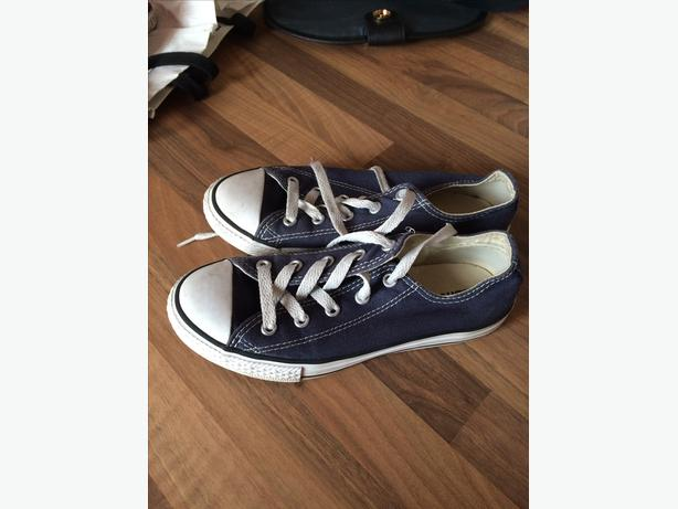 Blue Converse pumps