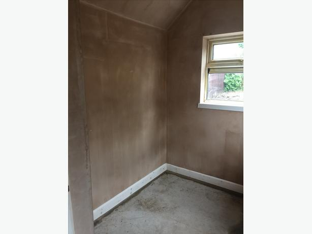 PLASTERING AND SCREEDING