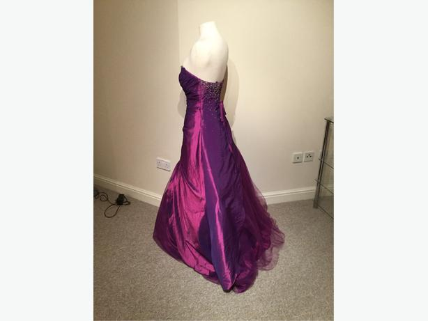 Prom dress size 12 purple with lace and zip pet and smoke free home