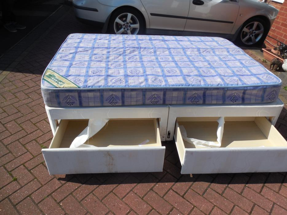 Double divan bed and drawer mattress for sale dudley for Double divan bed no mattress