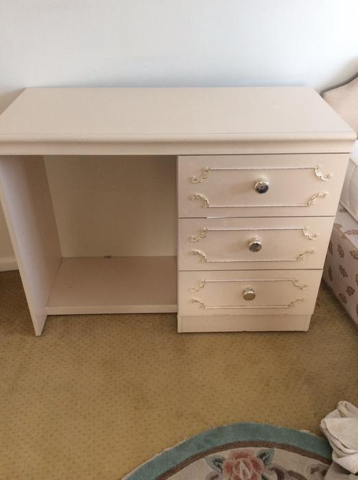 Wardrobes dressing table chest of drawers stourbridge for Large dressing table with drawers