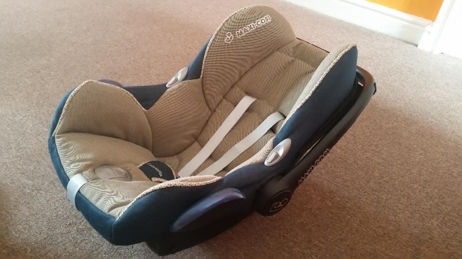 maxi cosi isofix base cabriofix seat group 0 baby car seat bilston wolverhampton. Black Bedroom Furniture Sets. Home Design Ideas