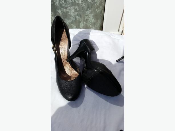 ladies black shoes size 6 excellent  condition