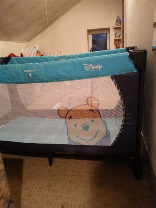hauck winnie the pooh travel cot willenhall dudley. Black Bedroom Furniture Sets. Home Design Ideas