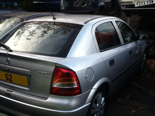VAUXHALL ASTRA MK4 5 DOOR AUTOMATIC BREAKING FOR SPARES