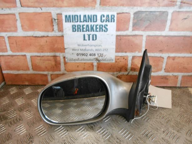 KIA SEDONA MK1 1998-2006 NS PASSENGER SIDE ELECTRIC WING MIRROR SILVER