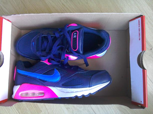 Brand new Nike air Max ivo youth size 5