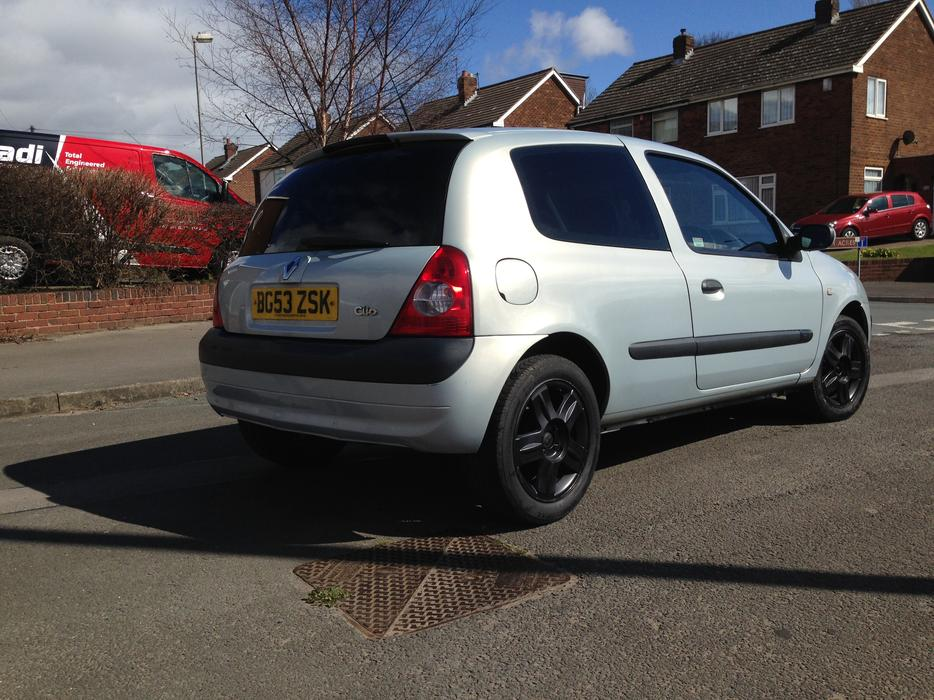 2004 renault clio long mot wednesbury wolverhampton. Black Bedroom Furniture Sets. Home Design Ideas