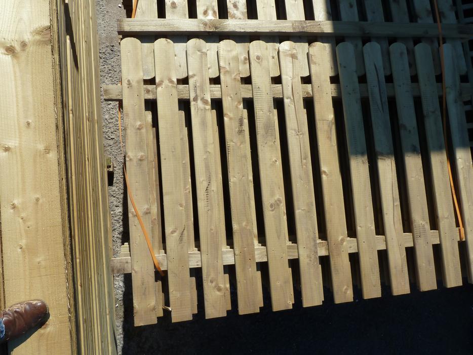 picket fence panels heavy duty garden picket fencing. Black Bedroom Furniture Sets. Home Design Ideas