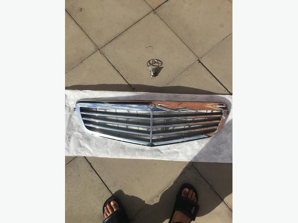 Mercedes Grill & Emblem