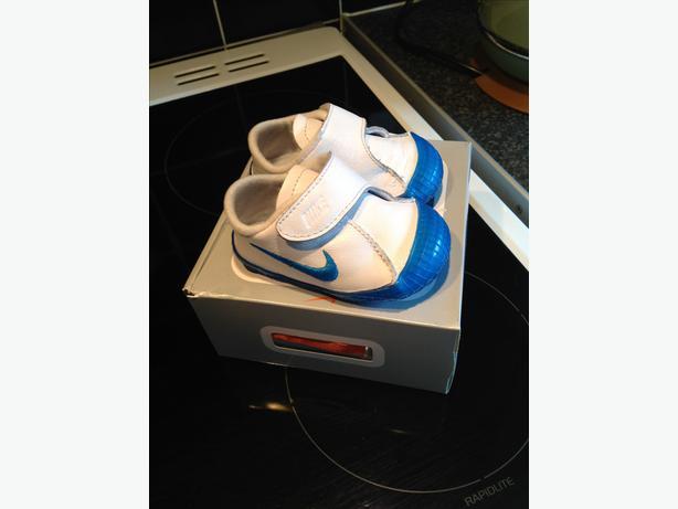 Baby's crib shoe