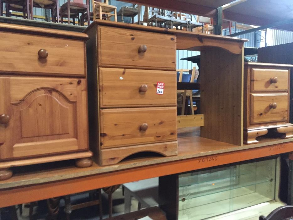 Refurbished Bedroom Set 3 Piece Charity Second Hand Used Ref A0679 Brierley Hill