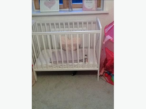 100% authentic 7e512 4728e Kinder Valley Kai compact cot and mattress West Bromwich ...