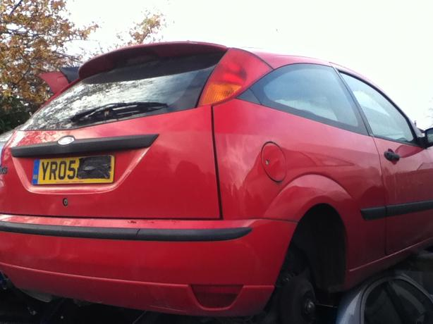 FORD FOCUS PETROL MK1 BREAKING FOR SPARES