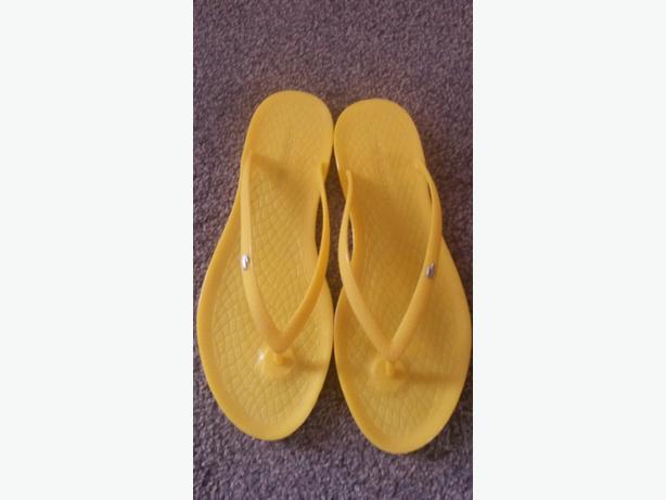 size 6 lacoste flip flops